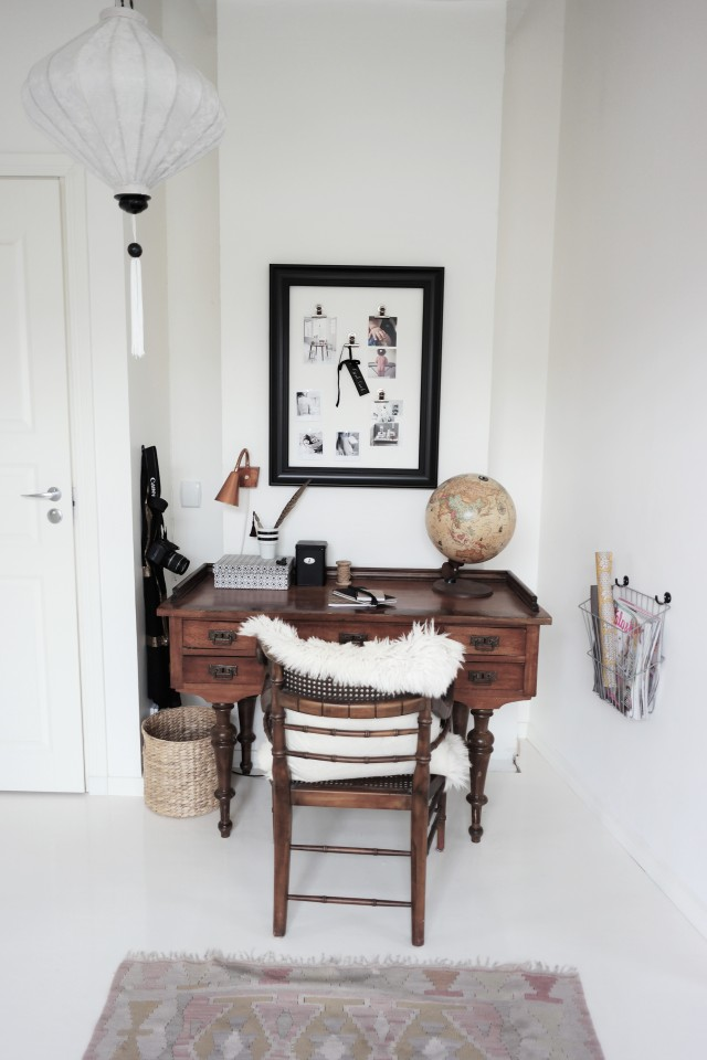 arbetshörna, loppisfynd, skrivbord, gammal jordglob